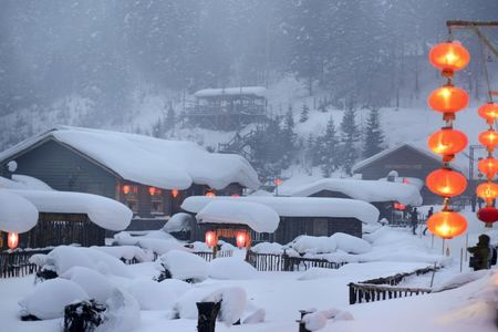 <亚布力-雪乡-吉林雾凇岛4日游>哈尔滨起吉林止,滑雪2小时  滑雪服 雪镜 滑道 马拉爬犁 雪地摩托 梦幻家园 冰雪画廊  二人转 雾凇岛