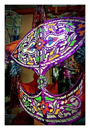 马来西亚风筝造型奇特,巧夺天工,令人爱不释手,作为室内装饰物可谓别