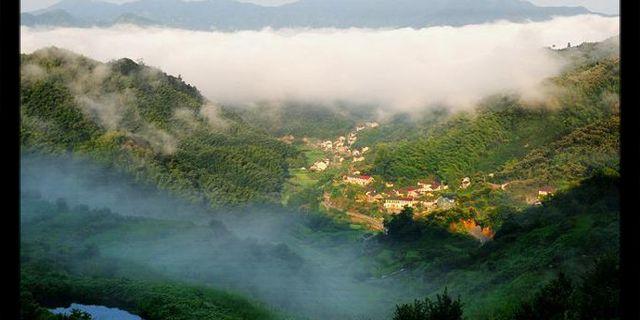 """公里,景区内山水秀美,景色瑰丽,风景名胜众多,人文景观厚积,如梁弄"""""""