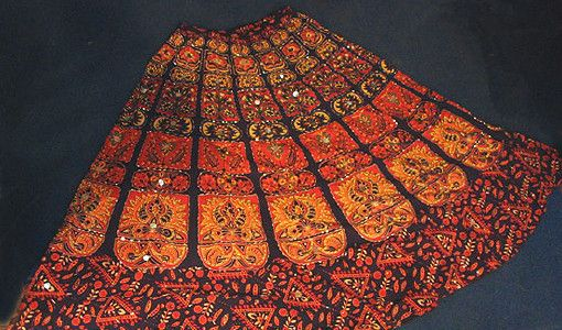 蜡染是一种印花技术,泰国的蜡染颇负盛名,比如蜡染服装,蜡染壁挂,蜡染