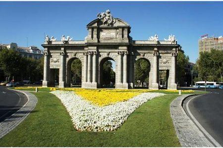 <西班牙葡萄牙三日大巴游>巴塞罗那/马德里王宫/哥伦布纪念碑/阿尔罕布拉宫/华伦西亚/阿卡扎堡/毕加索马德里上瓦伦西亚或阿利坎特下(当地游)