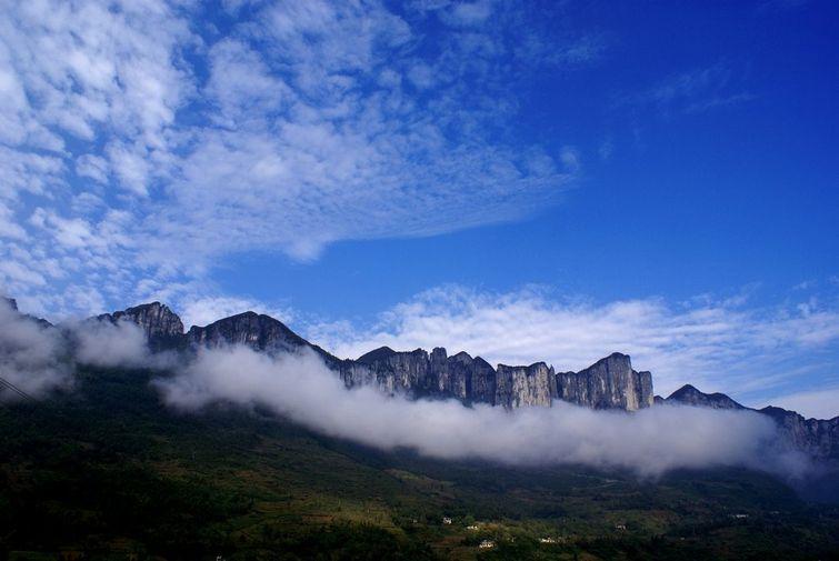 梭布垭旅游简介 梭布垭风景区位于湖北省历史文化名城恩施市太阳河乡