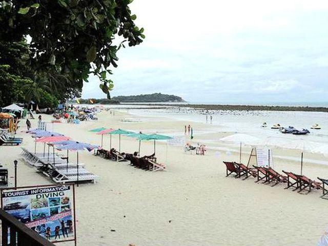 查汶海滩 位于苏梅岛
