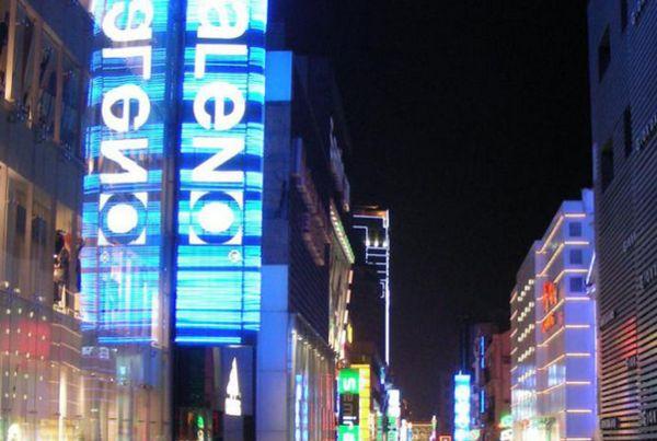 江汉路步行街可谓是最武汉的地方,它不仅商业繁华,还有各种各样的欧式图片