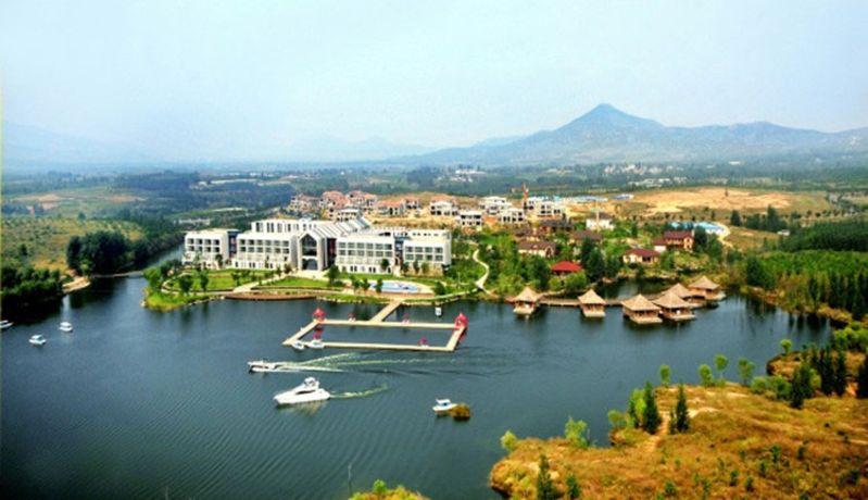 总面积为1070平方公里,2003年人口为60万. 1)_ 泗水县就一个