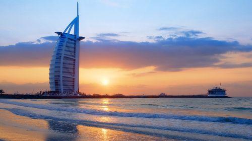 <阿联酋迪拜-阿布扎比机票+当地6日游>香港EK,迪拜之框,沙漠冲沙,亚特自助餐,水上乐园,入住七星帆船酒店,八星皇宫酒店