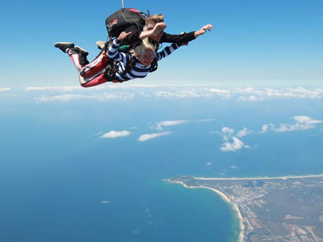 塞班岛高空跳伞自由行(中文导游+俯瞰海景+颁发证书)