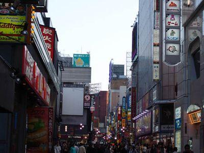 新宿歌舞伎町街道