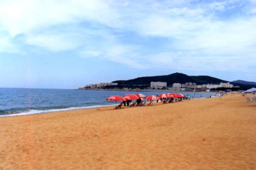 青岛-崂山-海军博物馆-威海刘公岛-蓬莱-烟台金沙滩双飞4日游>青岛进