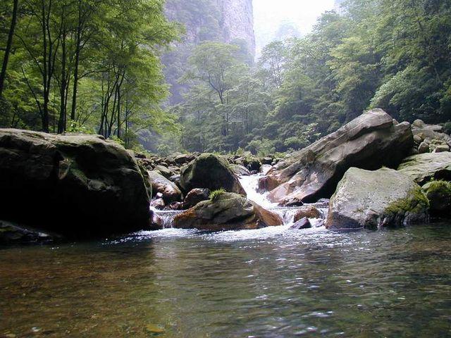 张家界森林公园-大峡谷玻璃桥-凤凰古城-南华山4日游