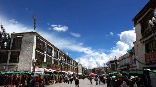 拉萨市八廓街_全西藏唯一的财神庙---扎基寺,拉萨城古老核心---八廓街.
