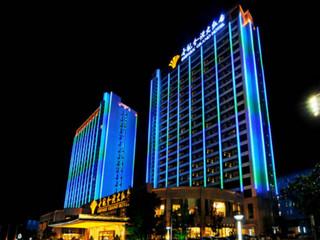 酒店是世纪金源集团旗下第十三家休闲度假型酒店,客房内独有的玄关