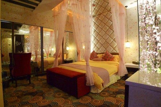 酒店毗邻上海动物园,上海世贸商城,距虹桥机场!