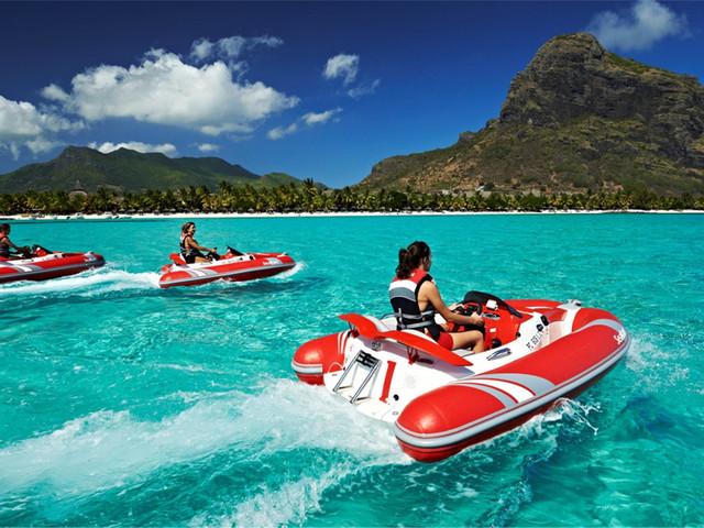 <毛里求斯海上卡丁船-快艇海豚>与海豚共游