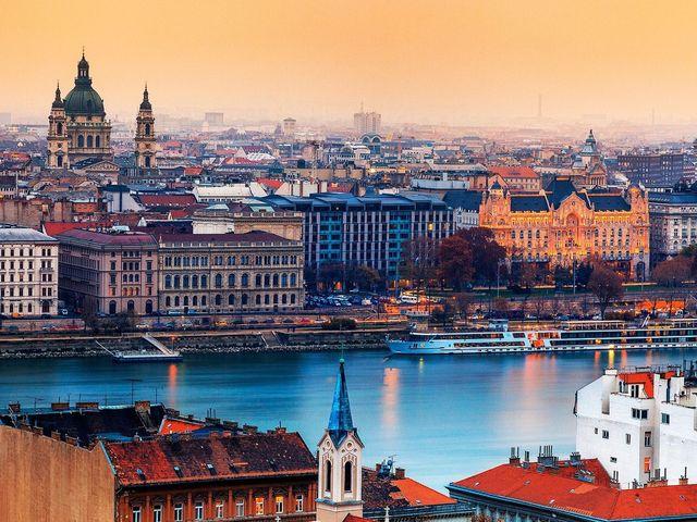 <东欧6国9天8晚循环游>巴黎进 法兰克福出  兰斯 卢森堡 铁力士雪山 布拉格维也纳(当地游)
