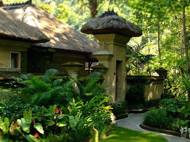 <巴厘岛乌布山妍四季度假酒店2晚起订>酒店班车去乌布镇中心,丛林环绕,私密性好