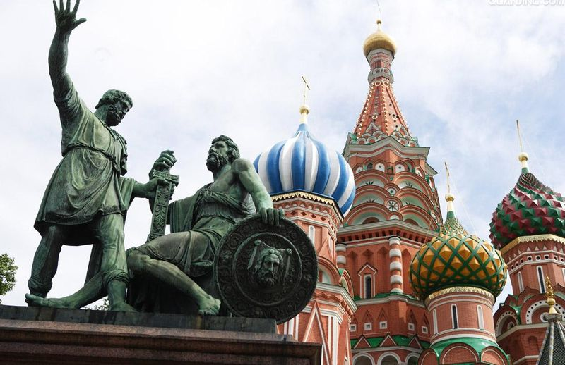 作为俄罗斯最古老的世间之一,海参崴的景点也是极富城市沧桑感鱼小二酸菜鱼图片