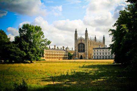 <英国一地9-10日游>广深出发,英签简化,牛津剑桥双学府,苏格兰爱丁堡,温德米尔湖区,购物村,部分行程英式下午茶,莎士比亚故居,南航可联运