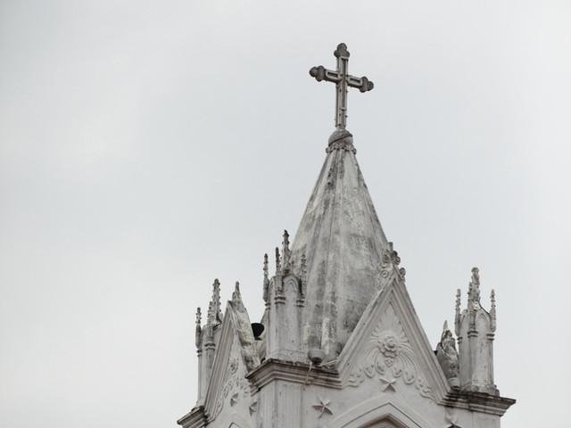"""并于1909年建成具有欧式建筑风格,可纳三千人的大教堂,从此,海北得名"""""""