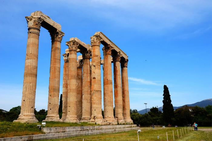 """雅典卫城平面图   巴特农神庙,坐落在卫城中心,是希腊有史以来最大的神庙,也是最能代表辉煌古希腊的古迹,有""""希腊国宝""""之称."""
