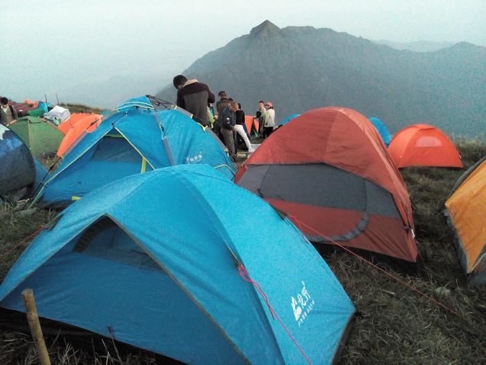我的帐篷也扎好了,这是我第一次扎帐篷,感觉还不错.