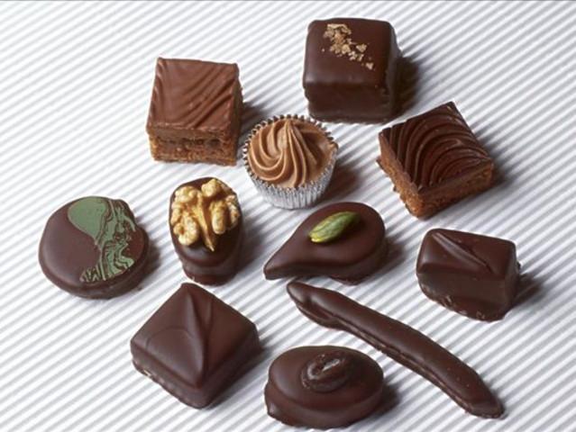 其巧克力造型精美多变,口感香醇丝滑,纯手工制作,花色精致可爱,同时配
