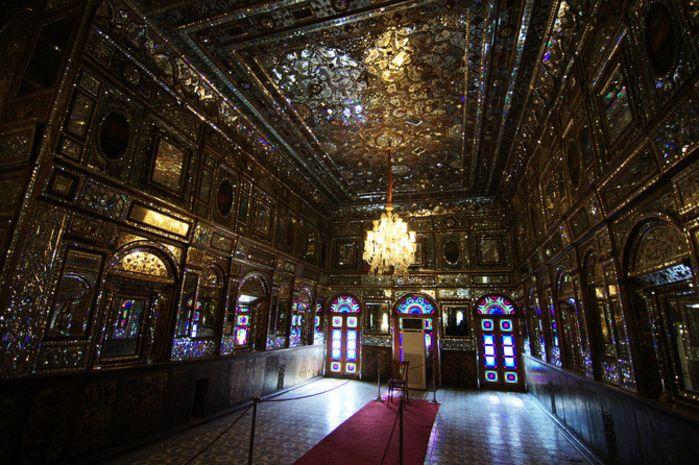宫殿外墙上都采用花纹瓷砖作为装饰,让整个皇宫从外观开始就如此之美