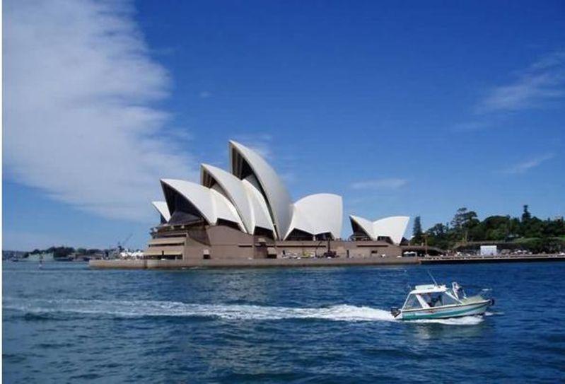 澳大利亚地�_去澳大利亚我们首先去的地方就是悉尼歌剧院,这个地方可是澳大利亚的
