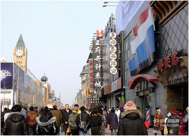 北京动物园批发市场作为北方地区最大的服装批发集散地,主要拥有以下