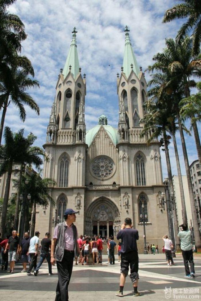开拓者雕像,护法英雄纪念碑,巴西独立纪念碑,圣保罗大教堂等.