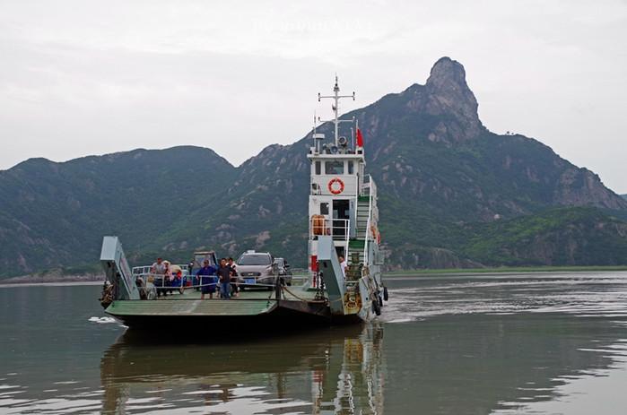 半小时车程加上15分钟摆渡船,前往花岙岛.