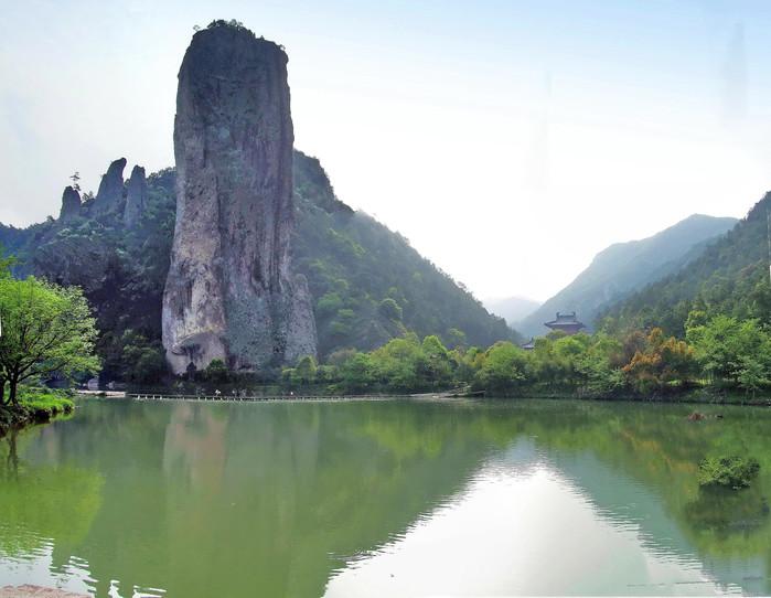鼎湖峰是整个风景区的核心,是仙都的标志.