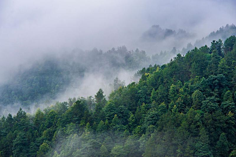 七月或九月到湘西旅游还可以赶上苗族农历六月初六的大型歌会或立秋的
