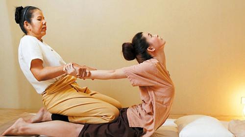 泰式按摩为泰国古代医学文化之一,拥有四千多年历史,源远流长.