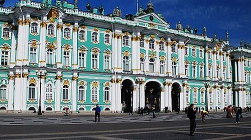 巴黎卢浮宫齐名并称四大博物馆;游览圣得堡的中心广场—冬宫广场,它历图片