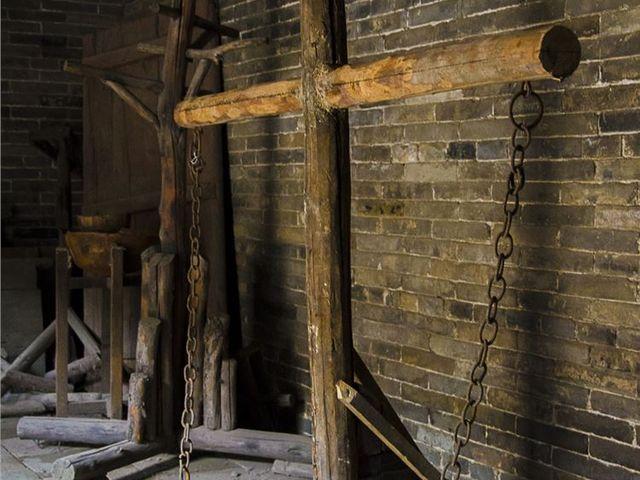 牢房共分为男牢,女牢和死牢.
