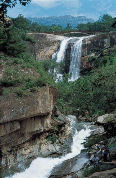 临沂地下大峡谷漂流攻略 临沂地下大峡谷漂流门票 临沂地下大峡谷漂