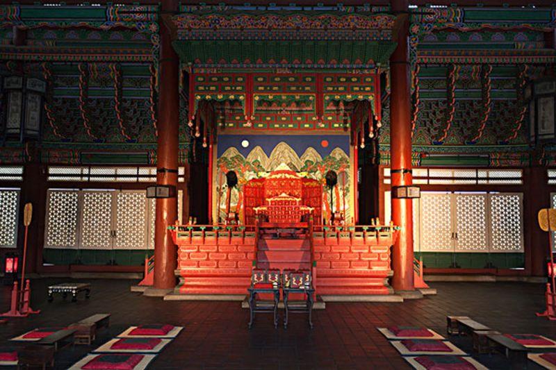 这座皇宫的建设的目的是作为古代王朝的寝宫之用的,是著名的五大宫的图片