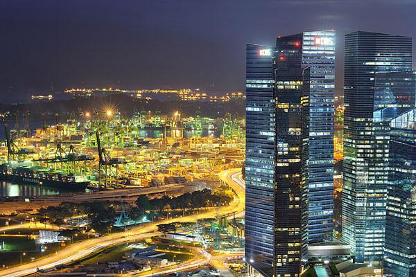新加坡是个美丽的热带国家,境内旅游业十分发达,靠近马来西亚和印度