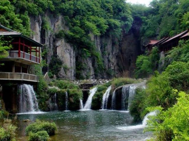 天梁风景区位于江西省上饶市玉山县西北面,距玉山县城20.