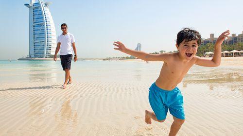 <迪拜6日游>全程五星/去程巨无霸A380/沙漠冲沙/B线皇宫下午茶,ET观景台/C线升级2晚亚特,亚特晚餐,法拉利主题公园门票,哈利法塔