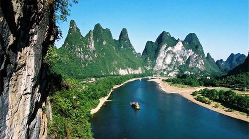 漓江桂林段岩溶地貌图片