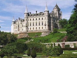 城堡之一--【爱丁堡城堡】,它巍然屹立城市中心的一座死火山顶上,从爱