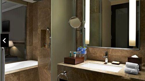 位置:黄岛福朋喜来登酒店,位于青岛市黄岛区海滨,酒店位于青岛最佳的