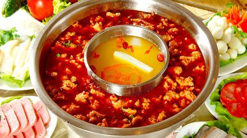 火锅由于用料的作用,对养身健康也十分有益,其菜品也囊括了食物王国里