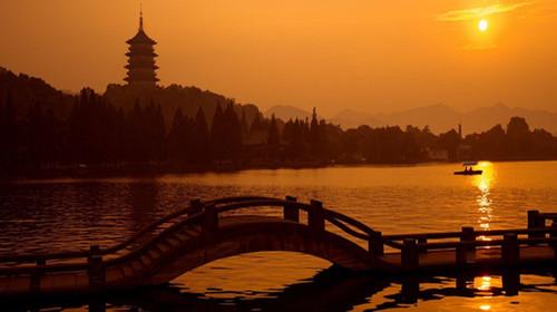游览花港观鱼,苏堤春晓,柳浪闻莺,西湖,是一首诗,一幅天然图画,一个美