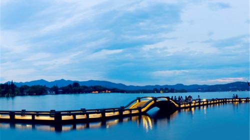 外观断桥风光, 雷峰塔 ,三潭印月,置身于一幅山水画中.图片