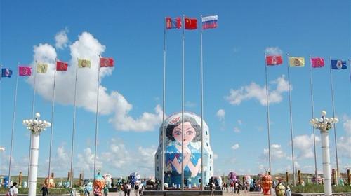 边城广场的雕像照片