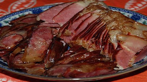 手绘烟熏腊肉作坊素材