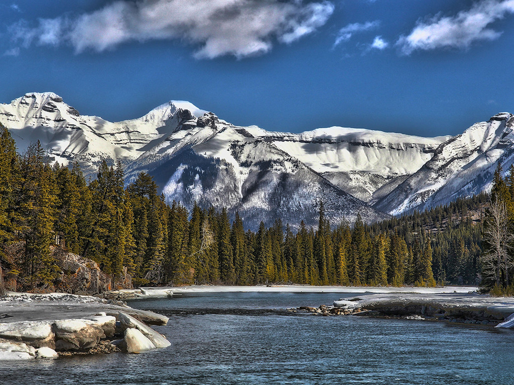 加拿大着名高山国家公园之一,山川,湖水交相辉映,多种野生qq怎么弄指定红包生长